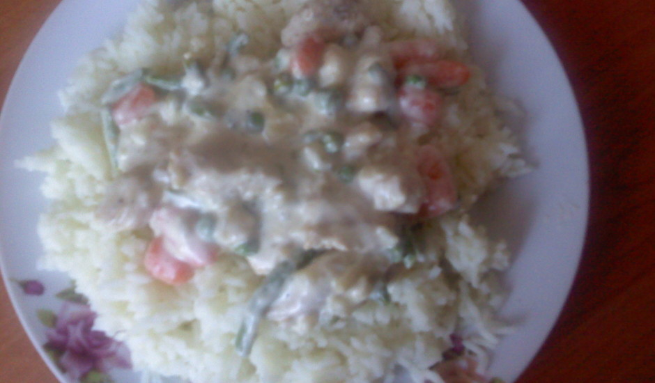 Vistas fileja ar dārzeņiem un rīsiem