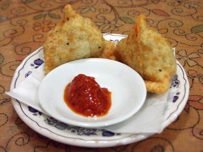 Dārzeņu samosas (indiešu pīrādziņi)