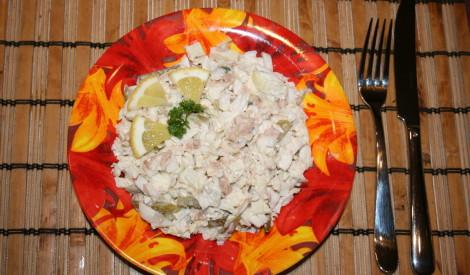 Pikantie tunča salāti