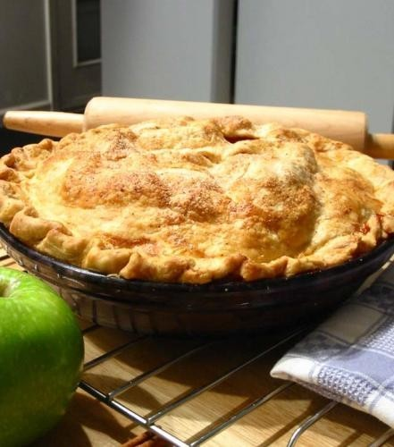 Ābolu rausis (apple pie)