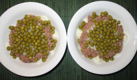 Tunča salāti ar zirnīšiem un olām