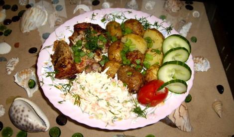 Cūkgaļa piparmētras marinādē ar jaunajiem kartupeļiem