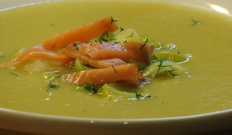 Kartupeļu-puravu zupa ar lasi