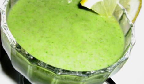 Zaļā brokoļu un sēņu biezzupa