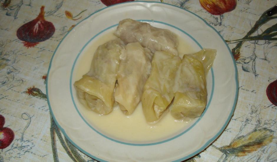 Grieķu kāpostu (vīnoglapu) tīteņi ar olas-citrona mērci