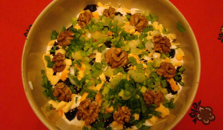 Silvijas salāti ar tunci un valriekstiem