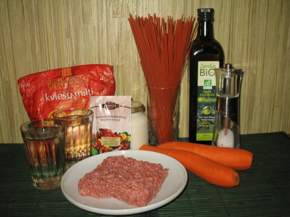 Sagatavošanās darbi:noliekam pa ķērienam malto gaļu,skābo kr...