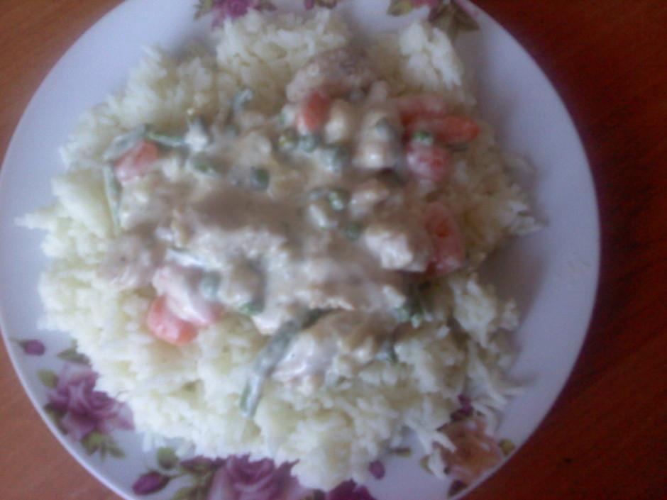 Pasniedz ar vārītiem Basmati rīsiem.  Labu apetīti!