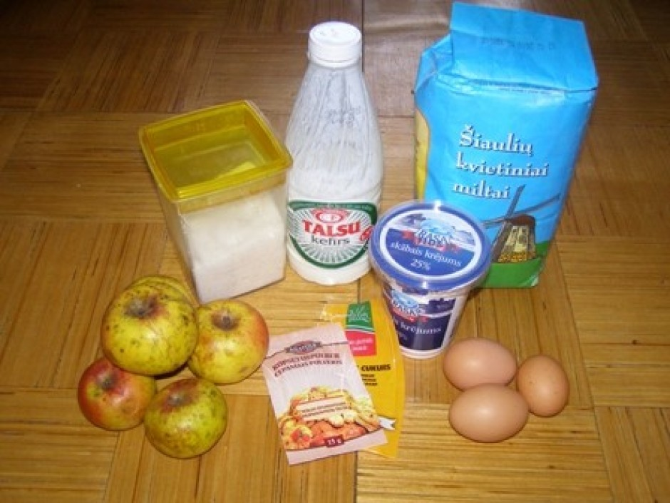 Miltus, cukuru, 2 olas, kefīru, cepamo pulveri un vanilīna c...