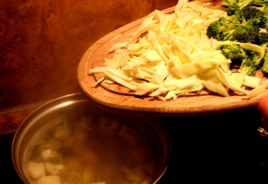 Kartupeļus, ziedkāpostus, parastos kāpostus, brokoļus un pāk...