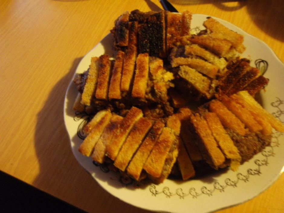 Gaļas porcijas panē ar baltmaizes stienišiem ,cep uz lēnas u...