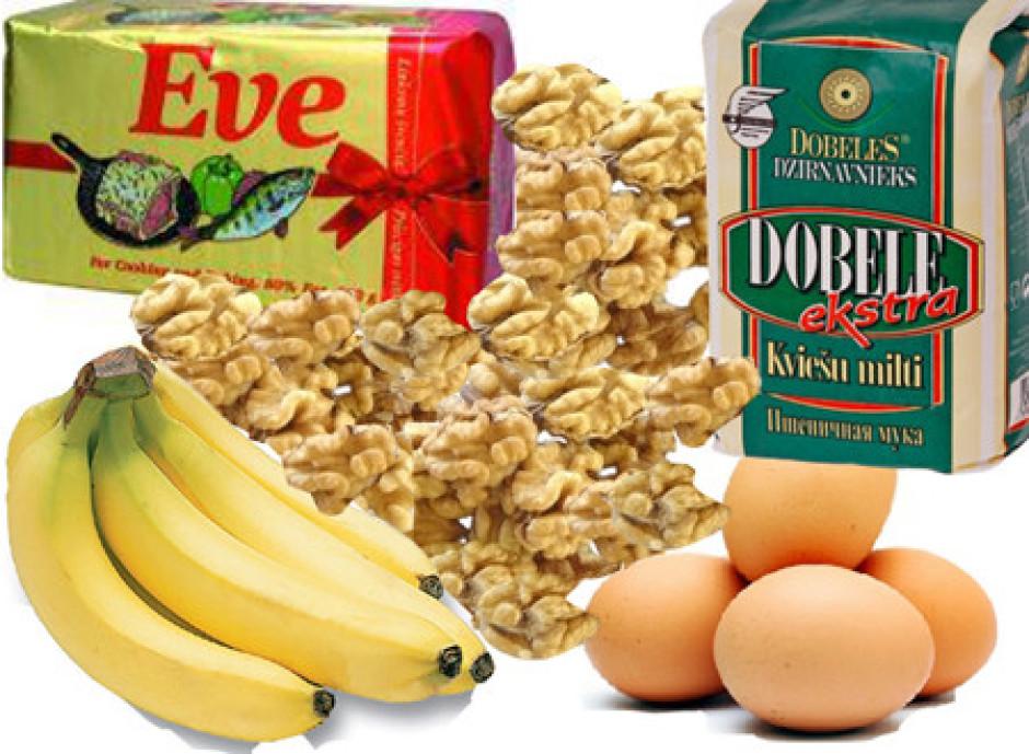Margarīnu saputo ar cukuru, pievieno olas, sodu, miltus, sāl...