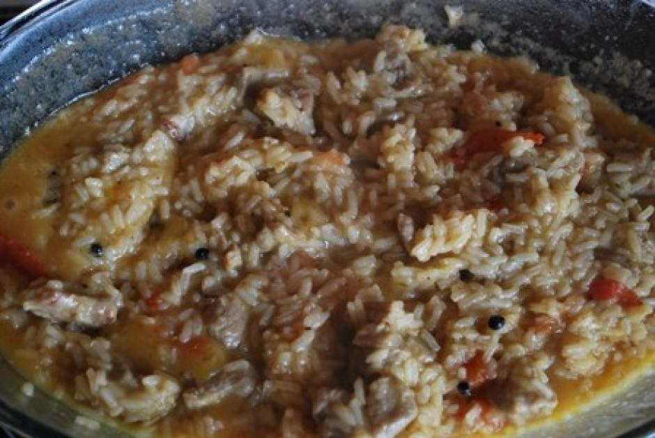 Kad jūt, ka rīsi ir gandrīz jau gatavsi, var pievienot vienu...