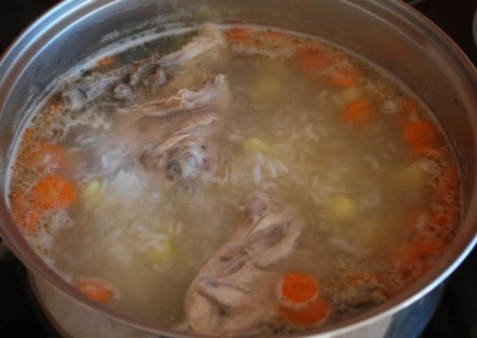 Pavāra burkānus kādas 15 minūtes un liek iekšā arī kartupeļu...