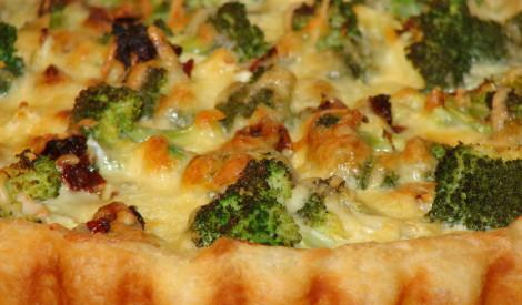 Quiche ar vistu un brokoļiem