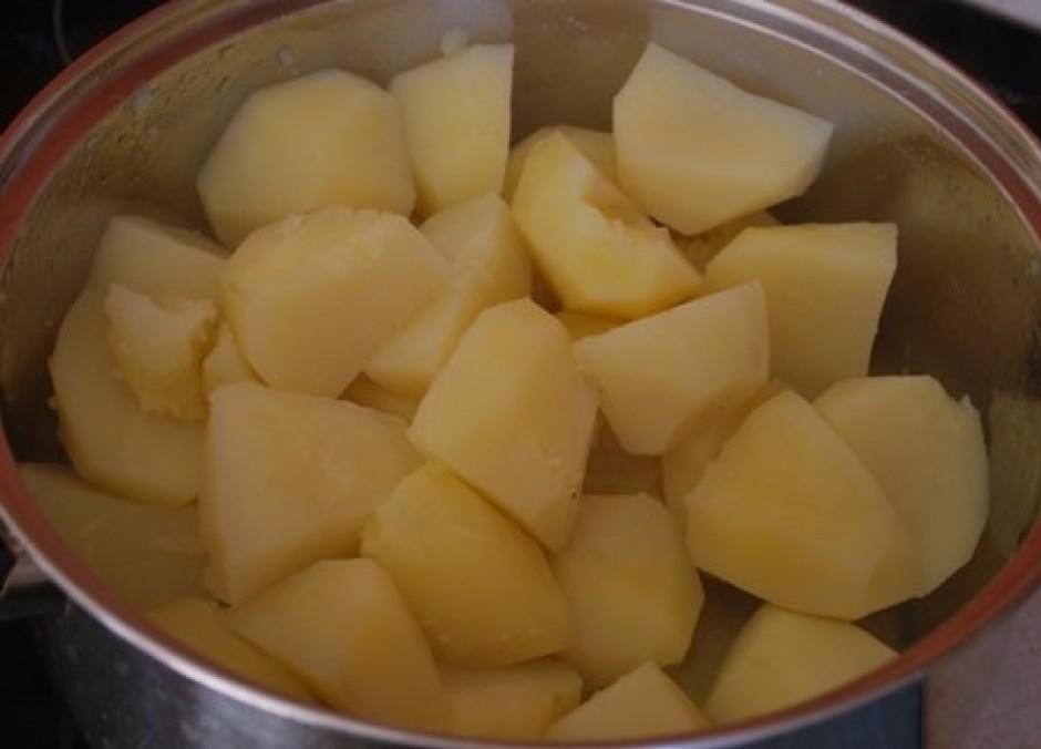 kartupeļi noteikti jau ir gatavi, tos nokāšam