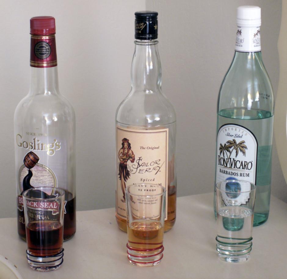 Beigās pielej rumu (pēc izvēles).