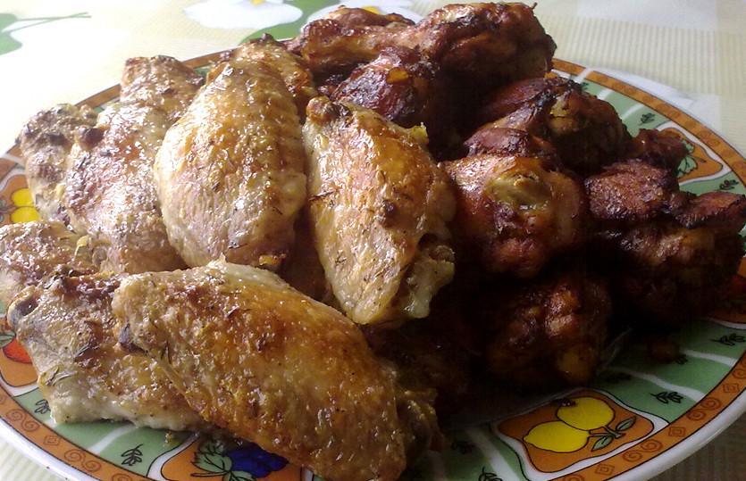 Cepti vistu spārniņi, majonēzes un tomātu mērces marinādē