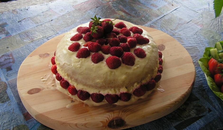 Biskvīta zemeņu torte
