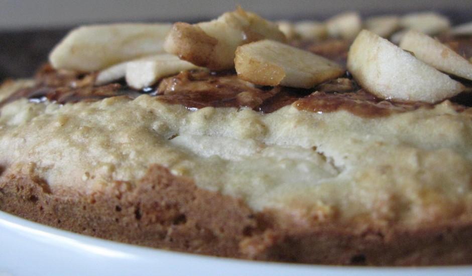 Auzu pārslu un ābolu kūka