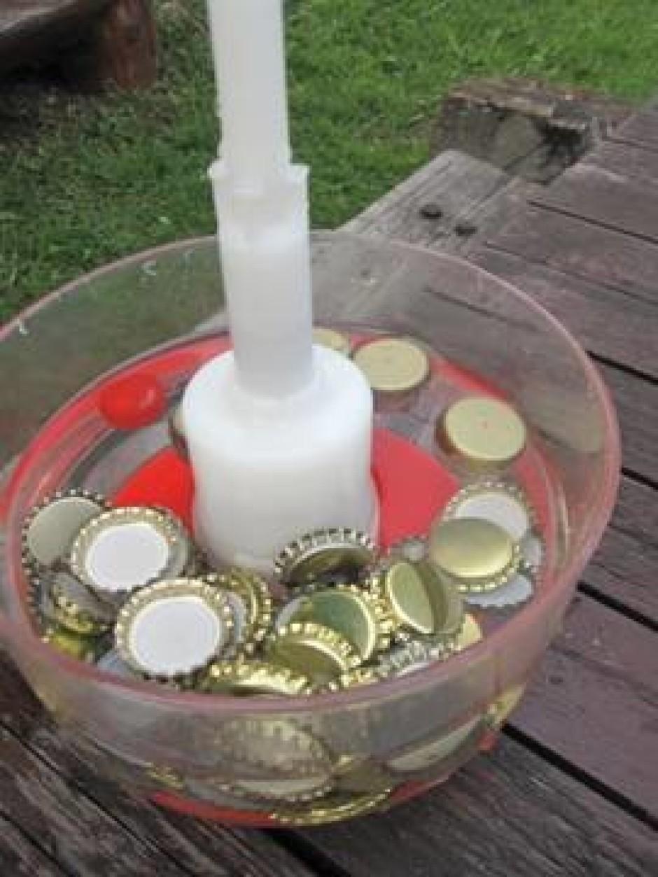 Katrā pudelē ieberam tējkaroti cukura (bez kaudzes), jeb iem...