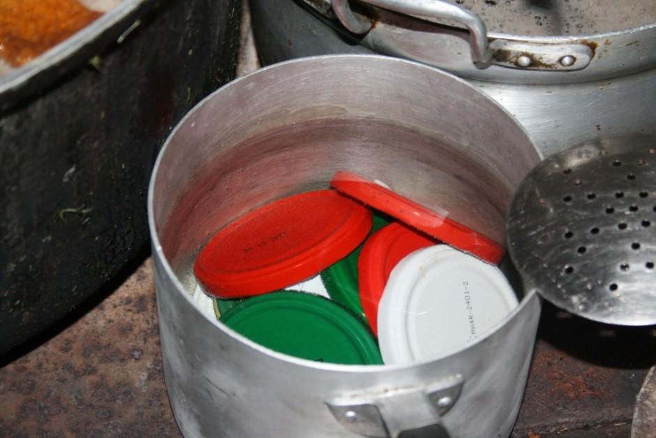 Sagatavoto virumu uzliek ar uz plīts, lai ir karstumā.