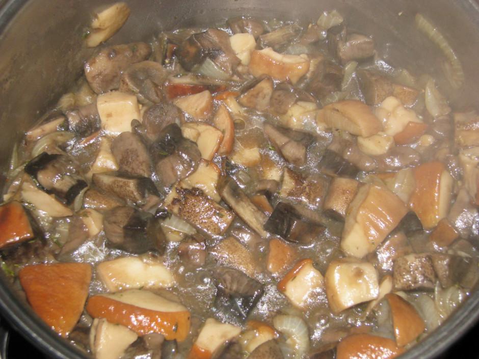 Pieber, svaigi maltus baltos piparus, sāli, Vegetu, timiānu,...
