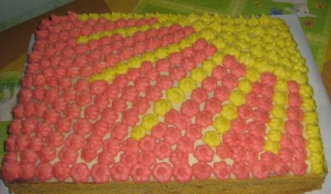 Mājas torte ar vārīto krēmu