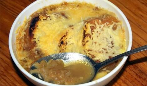 Franču sīpolu zupa ar maizītēm