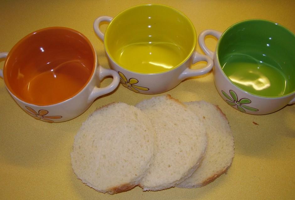 Pa to laiku tostermaizi pielāgo trauciņu formai, kurā tiks v...
