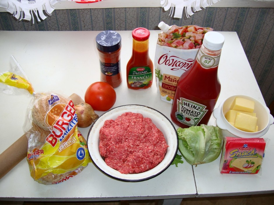 Sagatavo visas sastāvdaļas ērtākai gatavošanai.