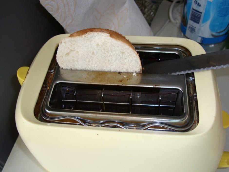 Ja ir tosteris, tad var maizīti apgrauzdēt, lai maize gardāk...
