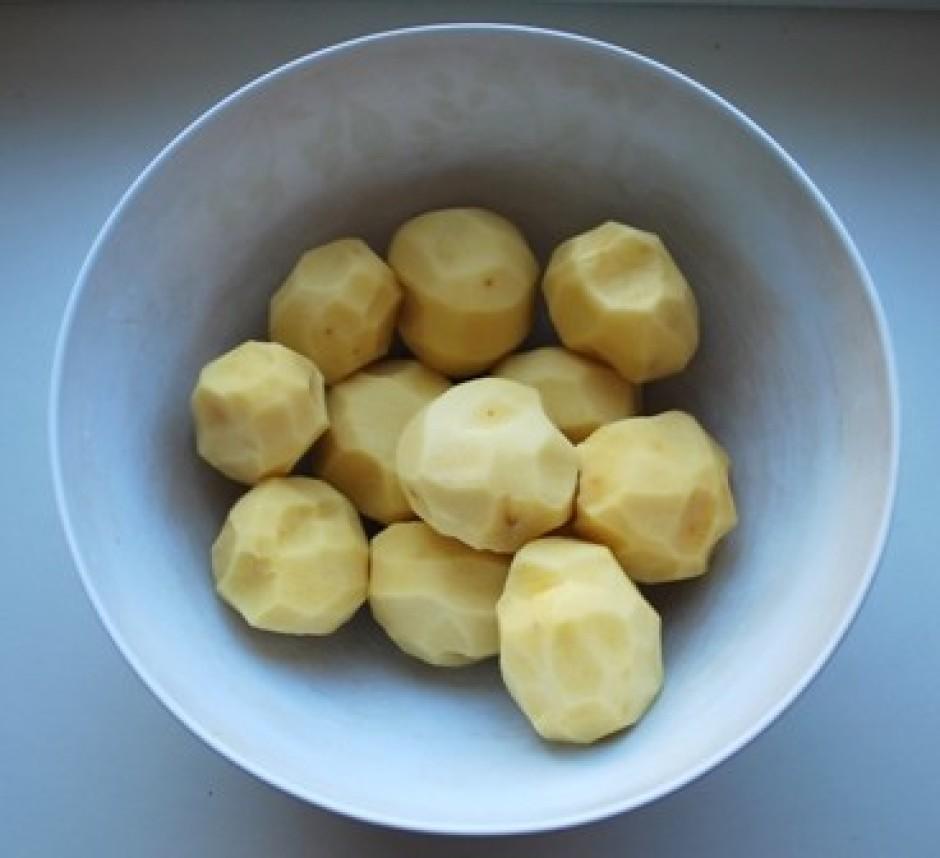 mēģinam notīrīt pa to laiku arī kartupeļus ātri ;)