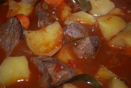 Liellopu gaļas sautējums [fotorecepte
