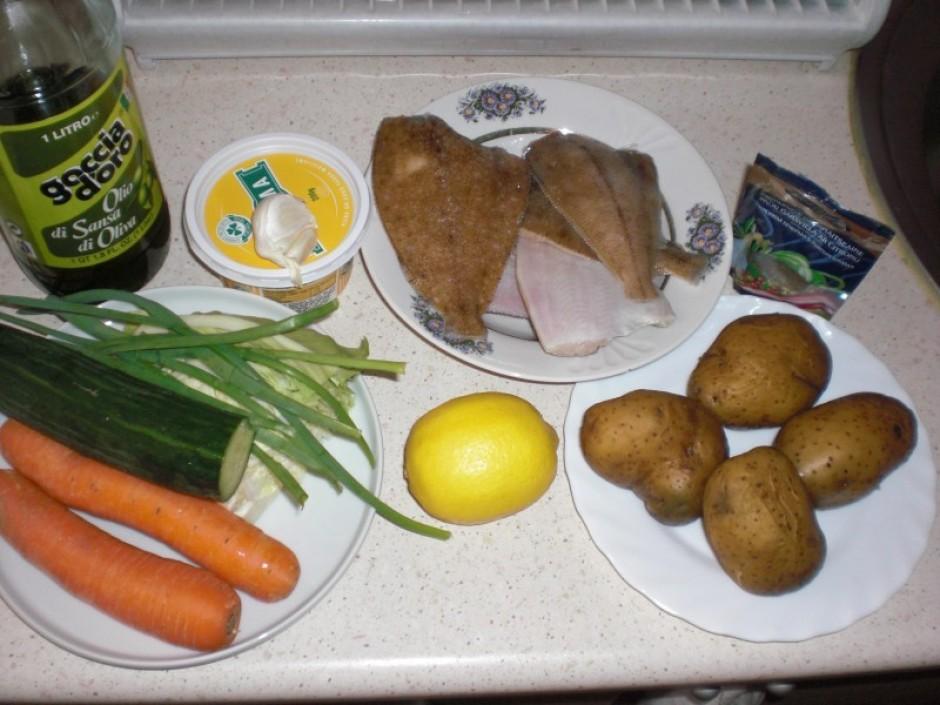 Salātu gatavošana - Smalki sagriezt kāpostu, lokus, gurķi,...
