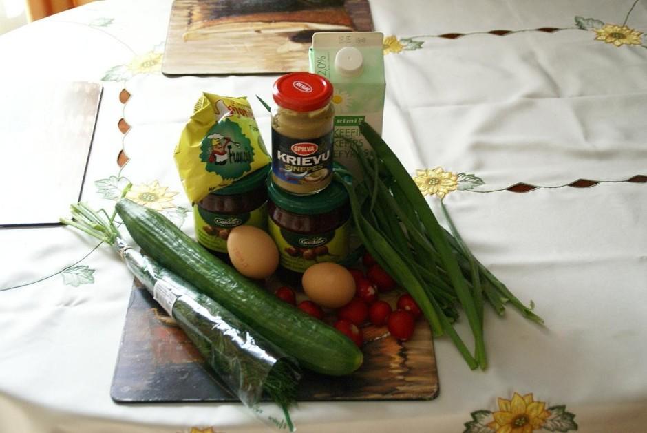 Lieka vārīties olas, ja vēlas piekost klāt kartupeļus tad to...