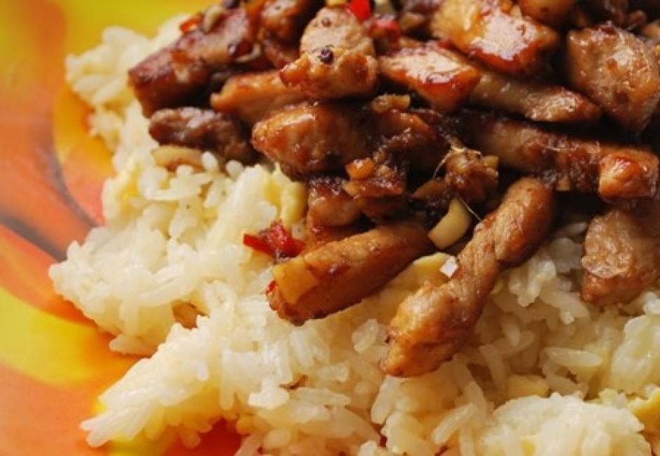 pasniedz ar rīsiem un salātiem.
