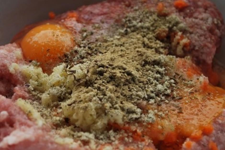 Cūkas malto gaļu izvēlos netreknu (tirgū pašiem var izvēlēti...