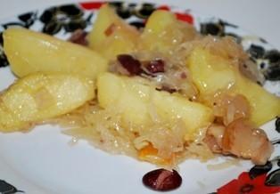 Cepeškrāsnī sautēti skābie kāposti ar kartupeļiem un pupiņām [fotorecepte