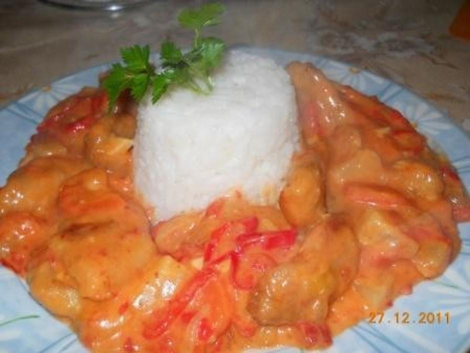 Var pasniegt kopā ar rīsiem.