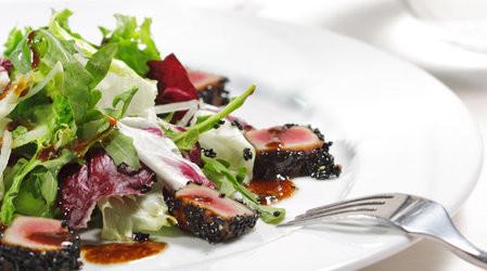 Tunča filejas salāti ar penne makaroniem
