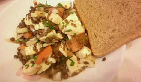 Lēcu salāti ar halloumi sieru