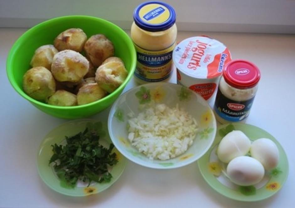 Kartupeļus izvāra ar mizu (es izmantoju cepeškrāsnī ar mizu...
