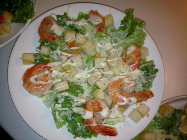 Cēzara salāti ar tīģergarnelēm