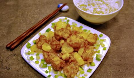 Saldskābā zivs ar ananasiem
