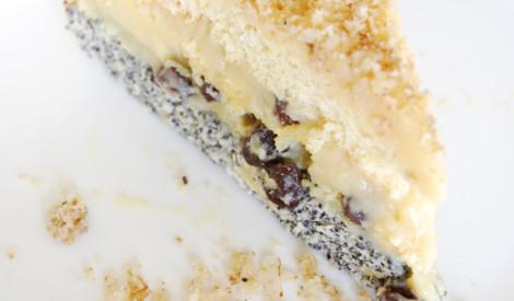 """Torte """"marķīzs"""" ar iebiezināta piena krēmu un valriektiem"""