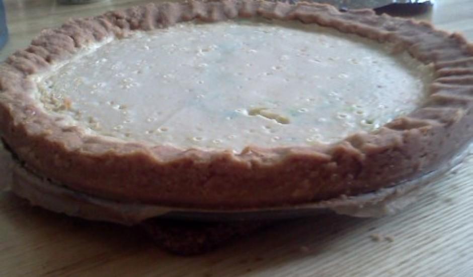 Ceptā siera kūka ar svaigo sieru un skābo krējumu