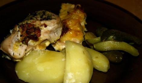Pildītas vistu kabatiņas ar gailenēm un sieru