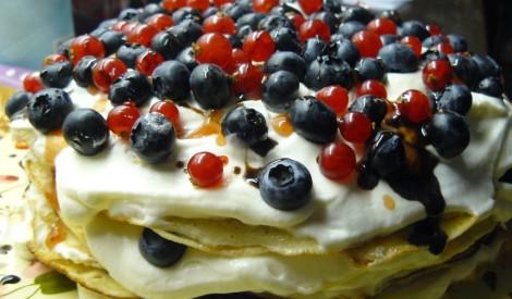 Pankūku torte ar ogām