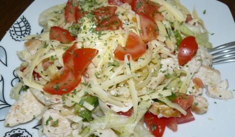 Tomātu un vistas gaļas salāti